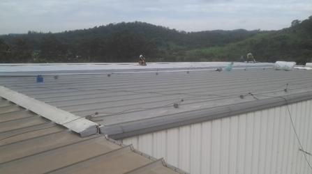 Reforma no telhado da empresa Cablena do Brasil em ITUPEVA / SP